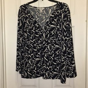 Casual Corner blouse with bell sleeves. EUC. Sz XL
